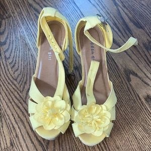 MADDEN GIRL yellow flowered high heels!